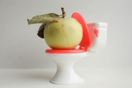 tiefe: Natural laxative. Natural. Apple on the toilet. Photo for your design Lizenzfreie Bilder