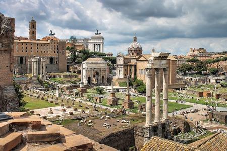 Regardez le Forum à Rome en été, Italie, Europe Banque d'images - 65256709