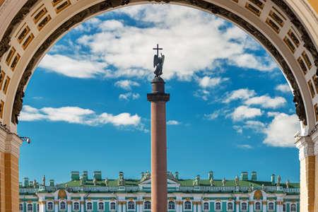 Alexander column with angel against the blue sky in St. Petersburg 版權商用圖片