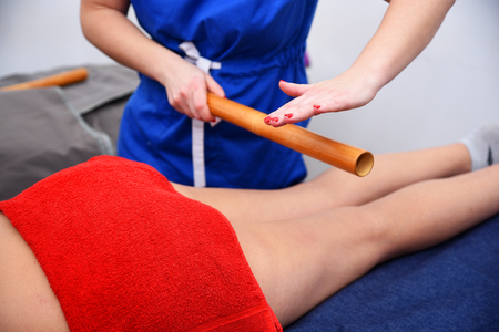 Non surgical body sculpting. Anti-cellulite and anti-fat therapy in beauty salon. Zdjęcie Seryjne