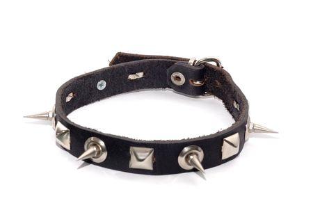 espigas: Collar de cuero con clavos de metal