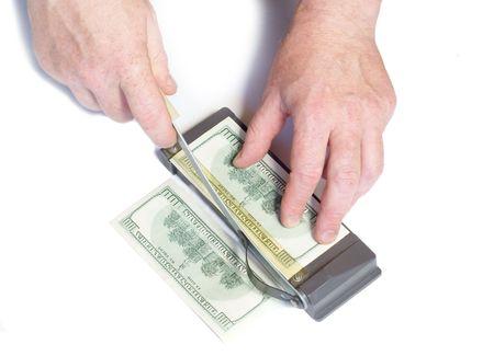 dinero falso: De corte de la falsificaci�n de dinero Foto de archivo