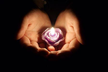 luz de velas: Vela en las manos