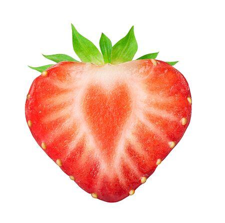 La mitad de fresa aislado en blanco