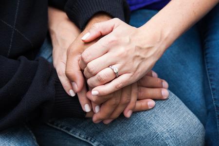держась за руки: Пару, держась за руки