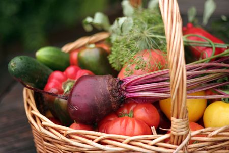 Basket with vegetables Imagens - 3532581