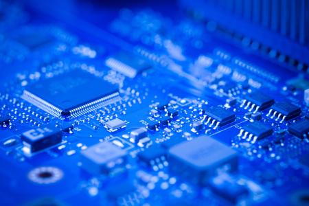 Close Up - Chip en una placa base de placa de circuito de computadora