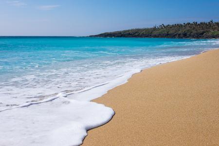 Mooi zand en helder water op Kenting Beach in het zuiden van Taiwan. Stockfoto
