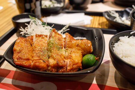 Japanese styled grilled chicken drumstick with white rice. Stockfoto