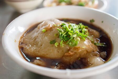 A bowl of large Taiwanese pork dumpling with onions. Stockfoto