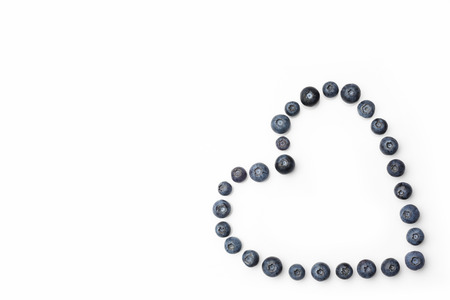 directly: Blueberries hollow heart in a corner on white background directly from above Stock Photo