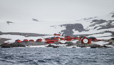 남극 대륙에있는 섬의 연구자 마을. 스톡 콘텐츠