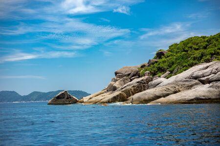 blue sky and rocks on railay beach, Thailand 版權商用圖片