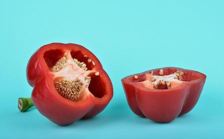 Red bell pepper isolated on blue backgroun Standard-Bild - 105682511
