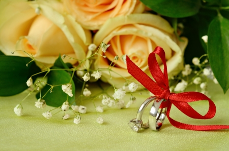 Engagement and wedding rings with roses photo