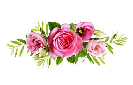 Rosas rosas y flores de eustoma en un arreglo floral aislado en blanco