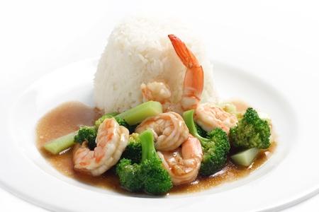 broccoli: Thai Food, Roergebakken garnalen en broccoli met rijst Stockfoto