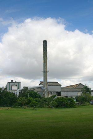緑豊かな芝生に囲まれた砂糖工場産業 buidling
