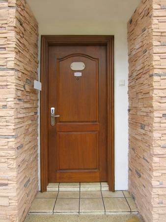 front room: Resort's wooden door room entrance Stock Photo