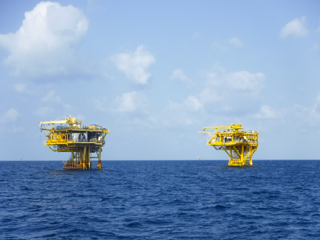 lubricate: Remote platform operate at the ocean. Oil&Gas