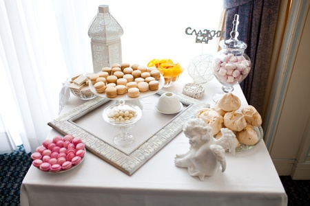 ombre cake: Dessert table