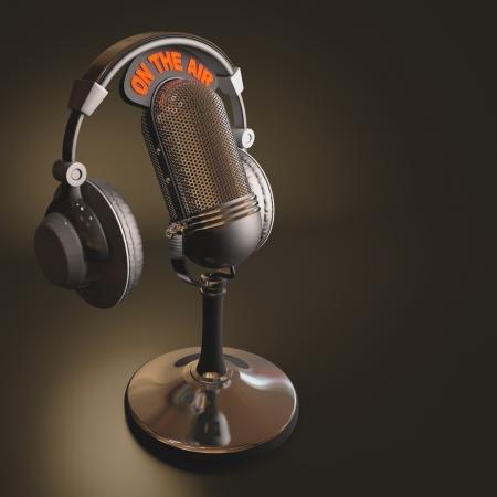 microfono antiguo: Receptor de cabeza en la parte superior de un micr�fono cl�sico. Foto de archivo