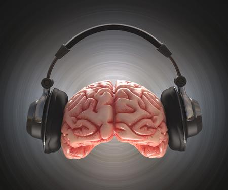 人間の脳は、ヘッドフォンで情報を記録します。 写真素材 - 29217415