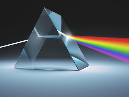 Le prisme de cristal disperse la lumière blanche en plusieurs couleurs. Banque d'images