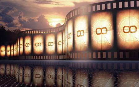 Bande de film sur le sol réflexive avec coucher de soleil sur le fond