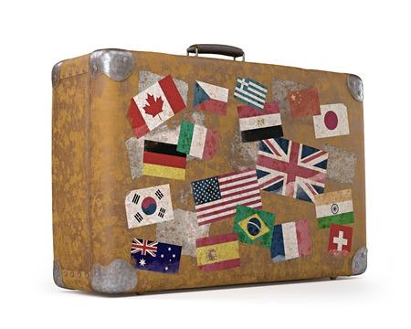 reiste: Antike Koffer mit Stempel Fahnen, die jedes Land gereist Clipping-Pfad enthalten Lizenzfreie Bilder