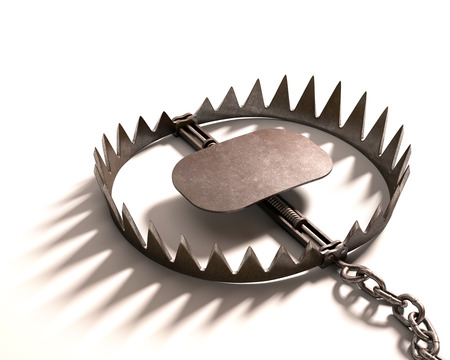 Bear trap on white background. Clipping path included. Reklamní fotografie - 34540915