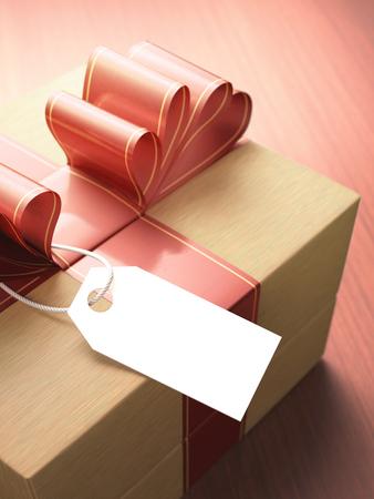 cajas navide�as: De regalo con cinta roja y una tarjeta en blanco en espera de su mensaje. Profundidad de campo con enfoque en la tarjeta.