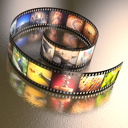 rollo pelicula: Películas fotográficas con varias fotos en una mesa de metal desigual. Trazado de recorte incluido.