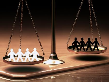 gerechtigkeit: Waage der Gerechtigkeit gleich Rennen ohne Vorurteil oder Rassismus. Clipping-Pfad enthalten. Lizenzfreie Bilder