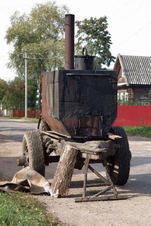 bitumen: Barrel of hot bitumen