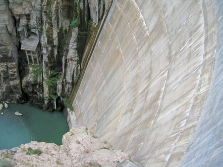 photo of hydroelectric dam to generate energy photo