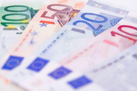 banconote euro: Banconote in euro sul tavolo