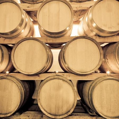 Weinfässer in alten Wein Höhle