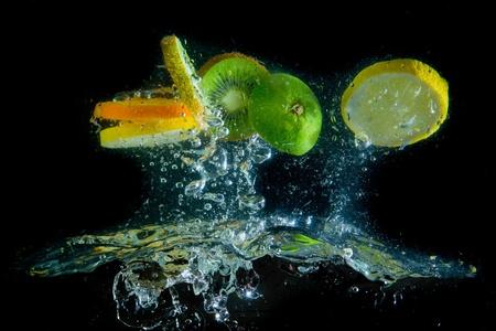 Obst plantschen im Wasser
