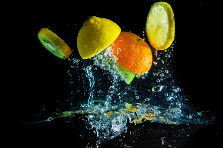 lemon water: fruit splashing in the water