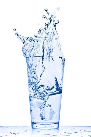 Wasser plantschen aus Glas isolated on white background Standard-Bild - 9824667