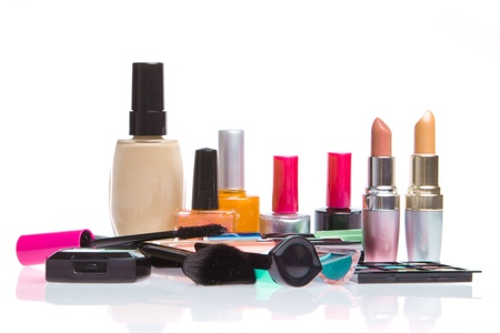 kosmetik: Set von Make-up Produkte isoliert auf wei�em Hintergrund