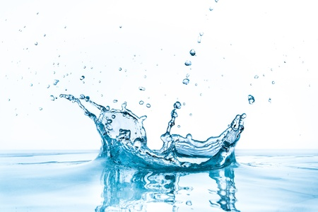 Salpicaduras de agua aisladas sobre fondo blanco Foto de archivo - 21128190