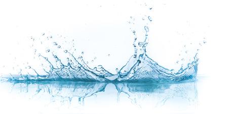 Salpicaduras de agua aisladas sobre fondo blanco Foto de archivo - 27047388