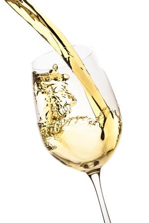 copa de vino: Vino blanco splash aislado en blanco