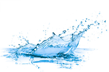 agua splash: salpicaduras de agua azul sobre fondo blanco Foto de archivo