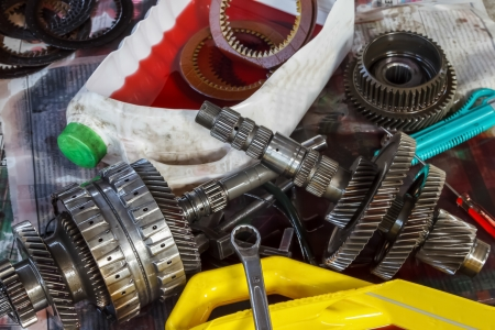 Automobile transmission overhaul is required      when mechanical parts worn out or manufacturer recommendation  They need to be disassembled, thorough inspection of each part, measure and replace the part that shows wear or deteriorate  Banco de Imagens