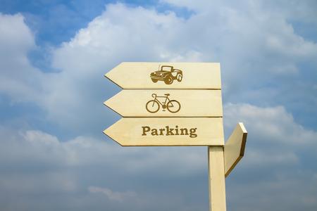 turn left: Girare a sinistra per il parcheggio