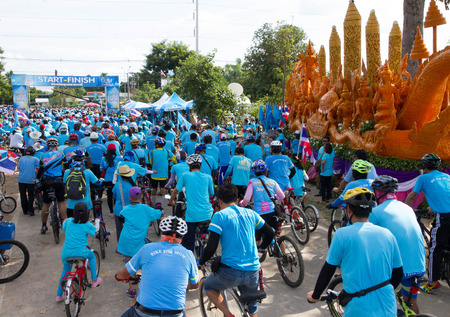 civilian: UBONRATCHATANI  AUGUST 16 : Unidentified Cyclist in prepared Bike for mom, event show respected to Queen of Thailand on August 16, 2015, Ubonrachtani, Thailand. record to Guinness Book of World Records. Editorial