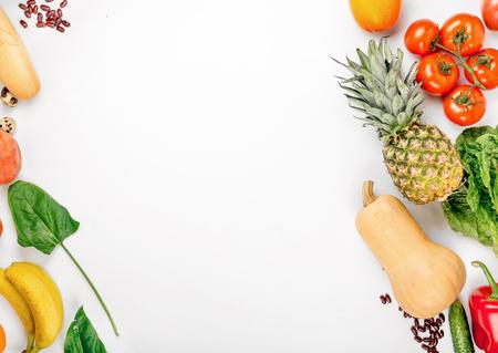 コピー スペースと白い背景にさまざまな健康食品。平面図です。フラットを置く